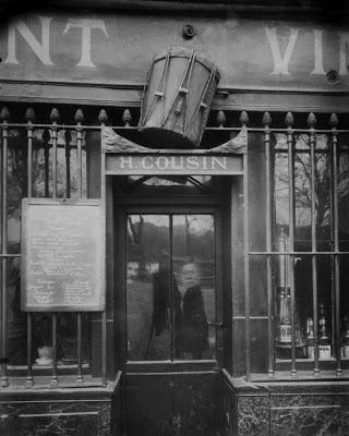 Atget_Au Tambour 63 quai Tournelle (1908)